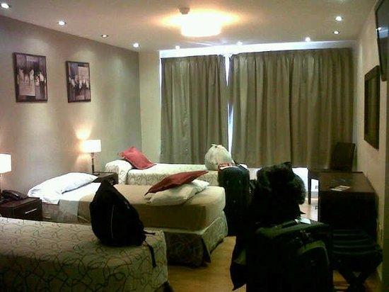 Hotel Monte Claro : Habitación