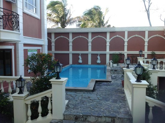 View Park Hotel: Small pool