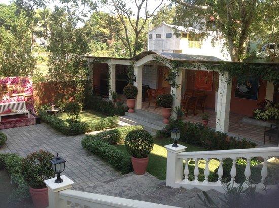 View Park Hotel: Garden area