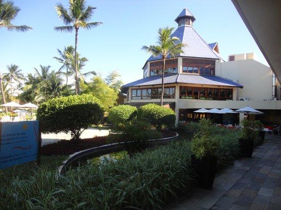 Summerville Beach Resort: Restaurante ao fundo
