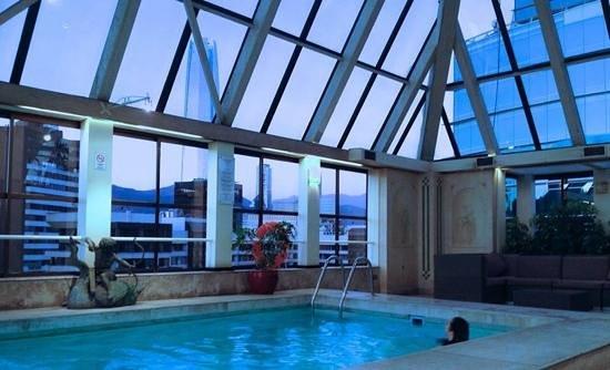 Park Plaza: Deliciosa piscina climatizada, com belissima vista.