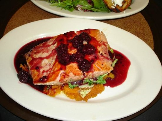 Spooner Market and Grill: Salmon with blackberry pinot noir sauce