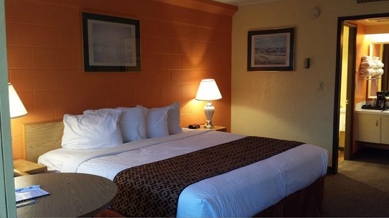 The Marigold Hotel - Downtown Pendleton: Upgraded Non Smoking King Bed