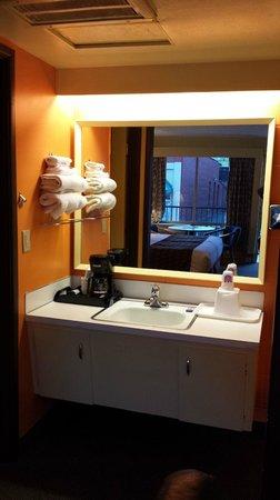 The Marigold Hotel - Downtown Pendleton: Bathroom area