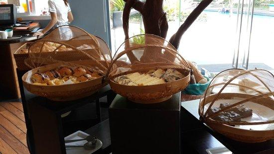 Hotel Baraquda Pattaya - MGallery by Sofitel: 早餐
