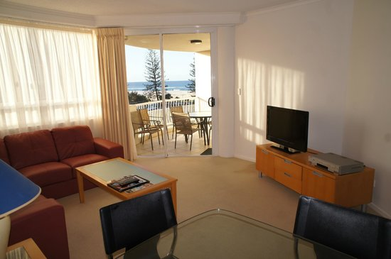 Kirra Beach Apartments: 2 Bedroom Ocean View lounge and balcony