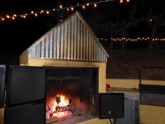 Chanticleer Vineyard Bed and Breakfast : Sitting by the fire at the barn