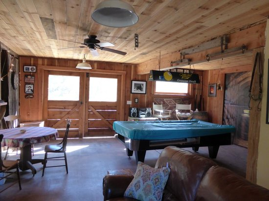 Chanticleer Vineyard Bed and Breakfast: Entertainment in the Barn