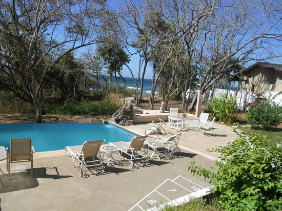 Villa Alegre - Bed and Breakfast on the Beach: Looking over pool to ocean