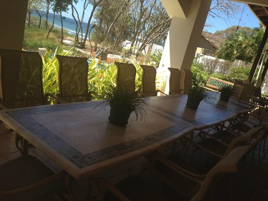 Villa Alegre - Bed and Breakfast on the Beach: Breakfast overlooking the pacific....