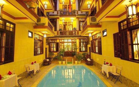 Nhi Nhi Hotel: interior