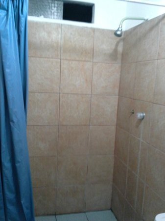 Hotel Fiorella : Banheiro péssimo!