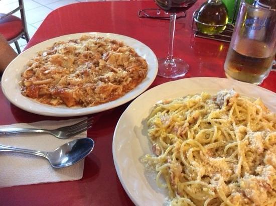 Fiorenza: spaghetti with bolognese sauce and spaghetti carbonara