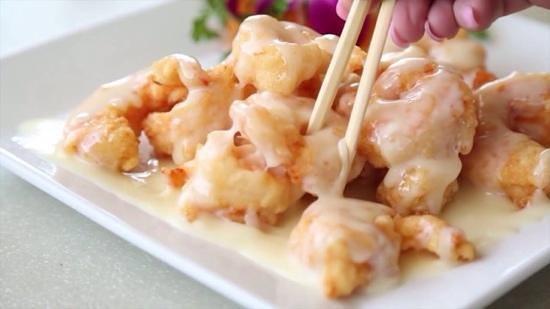 coconut shrimp at feng shui: tender inside, crimpy outside, and taste creamy!
