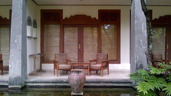 Nirwana Seaside Cottages: Balcony