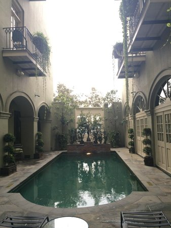 Bienville House: Beautiful pool courtyard.