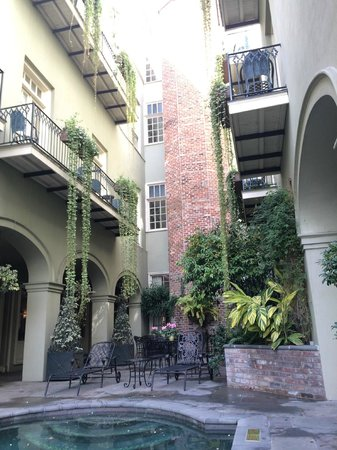 Bienville House: Cool old elevator.