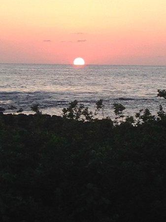 Lawai Beach Resort: SUNSET
