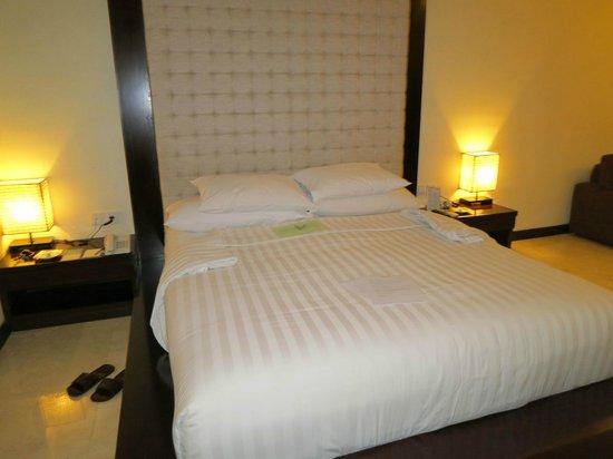 Kamuela Villas and Suite Sanur: Bed - comfy