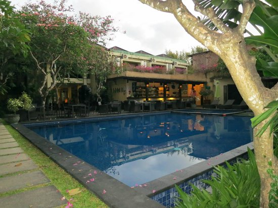 Kamuela Villas and Suite Sanur : pool area