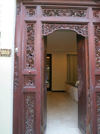 Kamuela Villas and Suite Sanur: Entrance to room