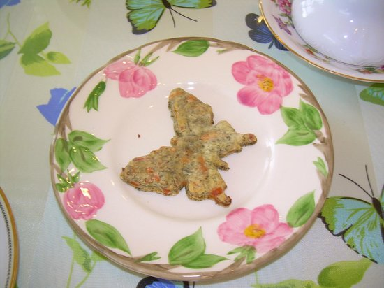 Butterfly Estates: THE BUTTERFLY CRACKER THAT WAS SERVED WITH THE SOUP.