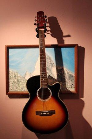 yumyum Restaurant: Guitar on Wall...