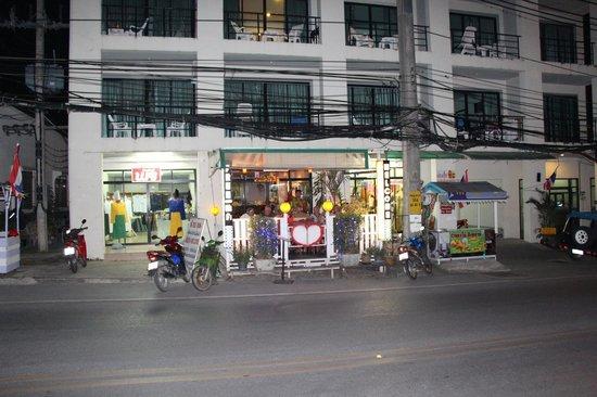 yumyum Restaurant: The front entrance...