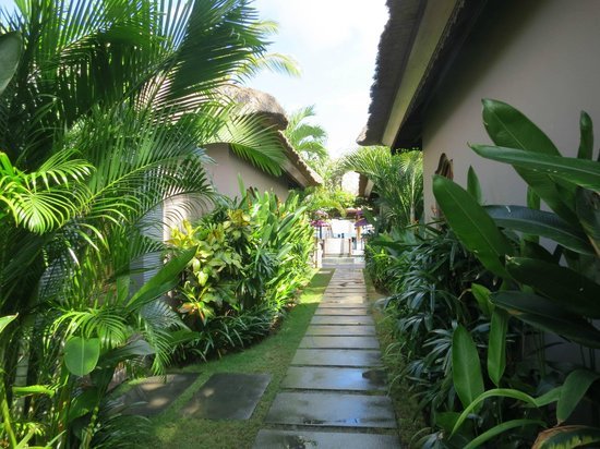 Indiana Kenanga Villas: Walkway between rooms