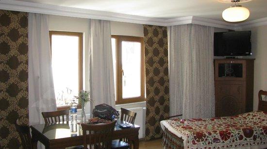 Sah Otel Apartment: wall of windows