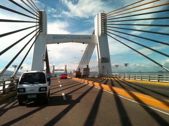 Marcelo Fernan Bridge: Мост по пути в Аэропорт