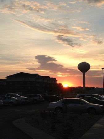 Hampton Inn & Suites Grand Forks: Sunrise Front Door