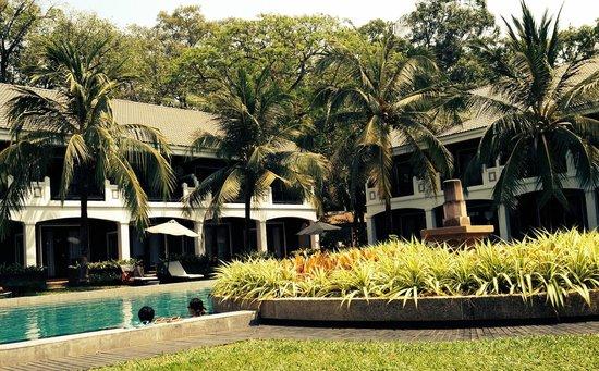 Shinta Mani Club: Pool area at Shinta Mani Resort