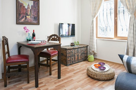 Istanbul Apartments Istiklal: Dining and entertainment area