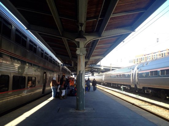 Union Station : Amtrak trains