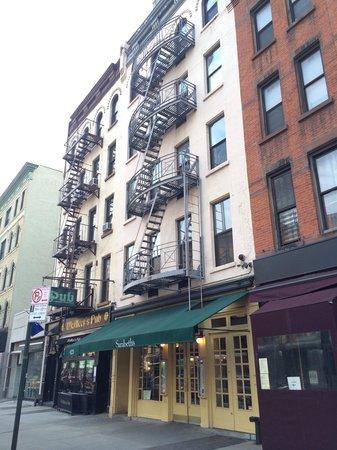 Sarabeth's West : Building