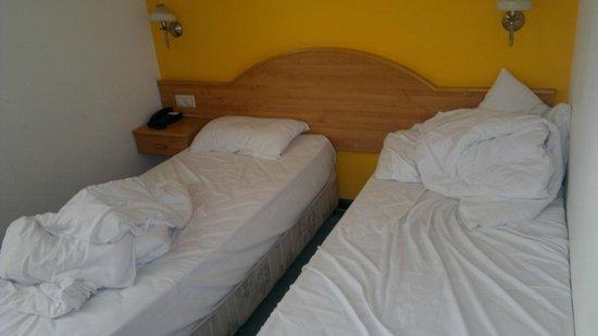 Novum Hotel Golden Park Budapest: Двоим не очень худым мужчинам здесь поместиться непросто...