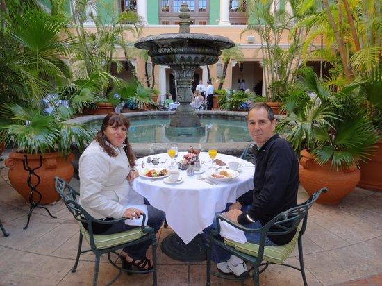 The Biltmore Hotel Miami Coral Gables: Desayuno en el patio andaluz