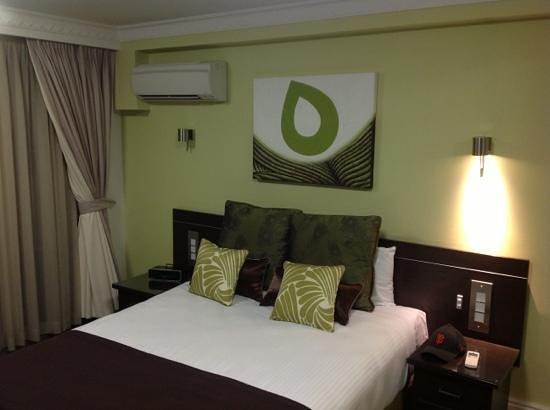 Hyde Park Inn: very nice room