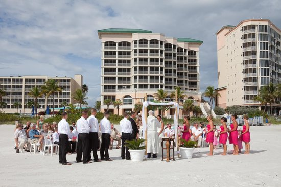 Pink Shell Beach Resort & Marina : Our ceremony