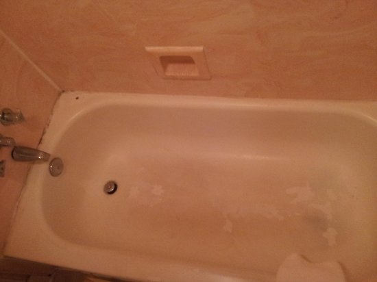 Days Inn & Suites Vicksburg: this is AFTER thier so called remodel...