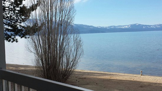 Beach Retreat & Lodge at Tahoe: View to the left from our balcony. The pier was to the right.