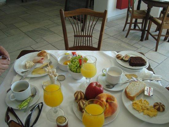 Pelican Bay Art Hotel: desayunador
