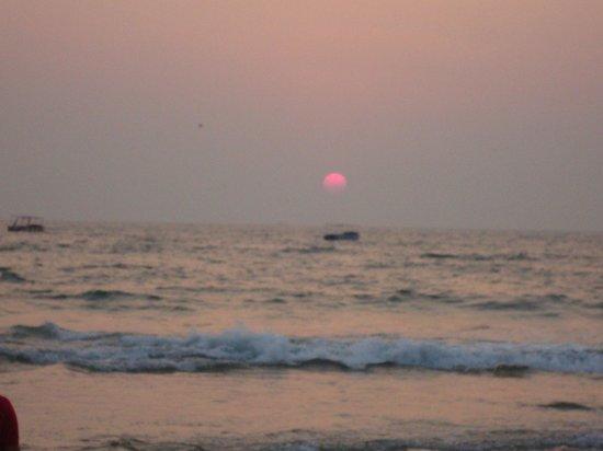 Magnum Resort: Sun set from Callungute