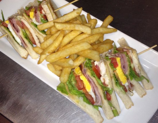 Double Shot Cafe: Triple club sandwich, great value