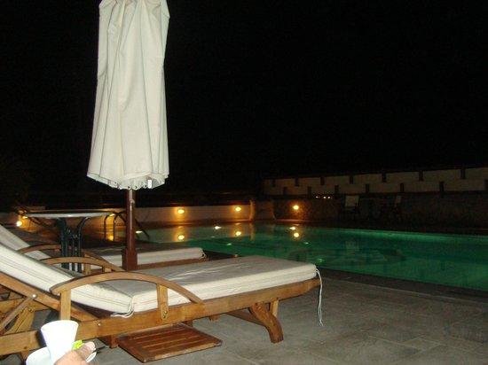 Pelican Bay Art Hotel: pile de noche