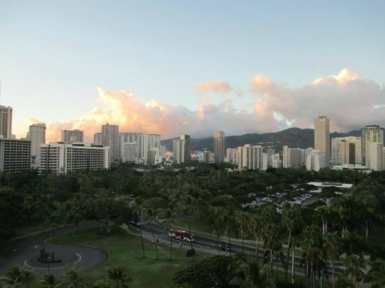Waikiki Shore : looking back away from the beach over Fort De Russy Park