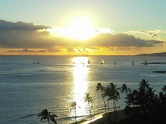 Waikiki Shore : Another magical sunset from our balcony - pure heaven