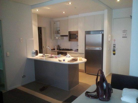 Meriton Serviced Apartments Aqua Street, Southport: Kitchen Area