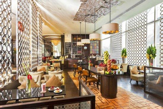 Pullman Bangkok Grande Sukhumvit: Bakery shop, FlourWorx at Lobby